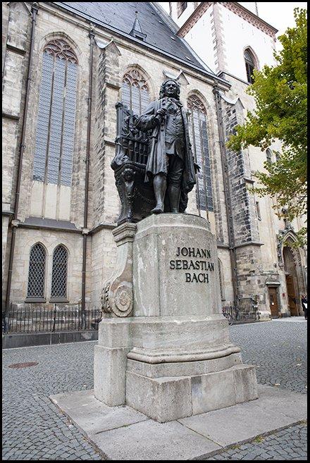 JS Bach staty 2.jpg