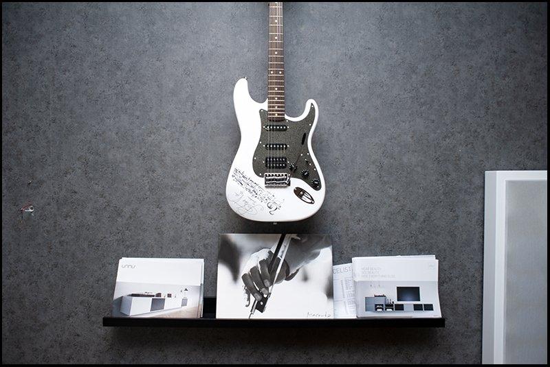 Steve Vai-signerad gitarr.jpg